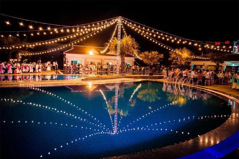 Vì sao nên tổ chức tiệc buffet lưu động tại hồ bơi?